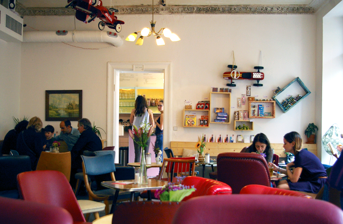 Style-by-bru-guia-fin-de-semana-dos-dias-en-berlin-bar-cafeteria-con-encanto-3