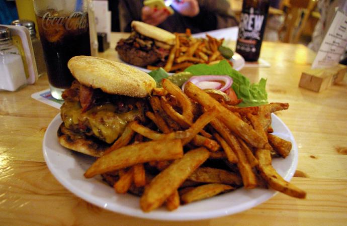 Style-by-bru-guia-fin-de-semana-dos-dias-en-berlin-restaurante-burger-the-bird-4