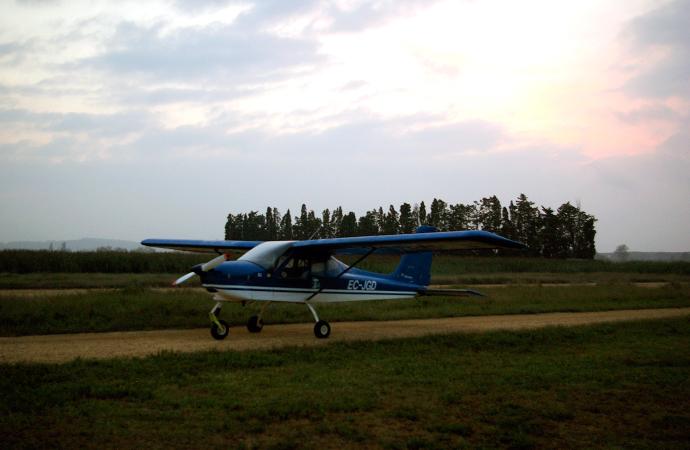Style-by-bru-aeroclub-emporda-aerodynamic-party-larrahona-costa-brava-11