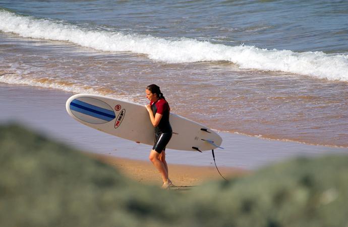 style-by-bru-biarritz-la-plage-de-la-cote-des-basques-surf